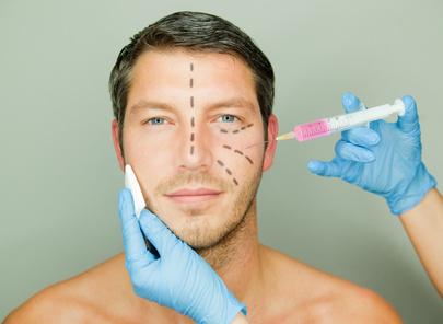 Mann vor einer Schönheitsoperation