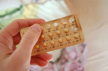 Hand hält Pille