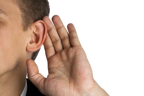 Probleme beim Hören? Anzeichen und mögliche Ursachen