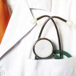 Arztkittel und Stethoskop