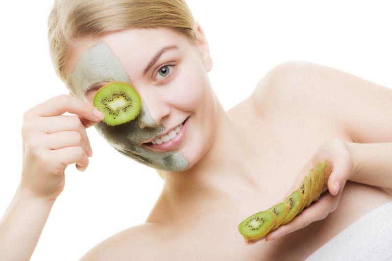 Natürlich gegen Akne vorgehen – Verbeugen für ein klares Hautbild